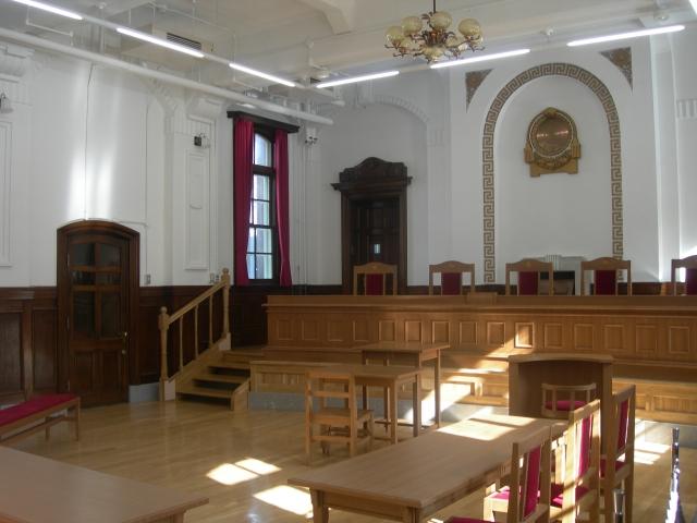交通事故示談と少額訴訟(裁判)のイメージ